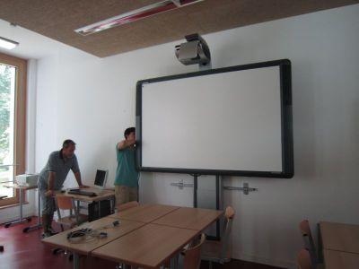 Wie werden digitale Tafeln an Schulen implementiert und genutzt?
